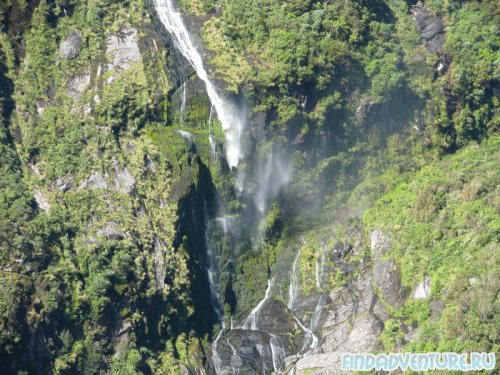 Обрывистый водопад
